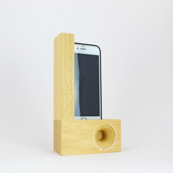 Smartphone station natural woodillon